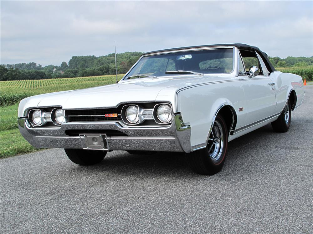 1967 OLDSMOBILE CUTLASS CONVERTIBLE - Front 3/4 - 81094
