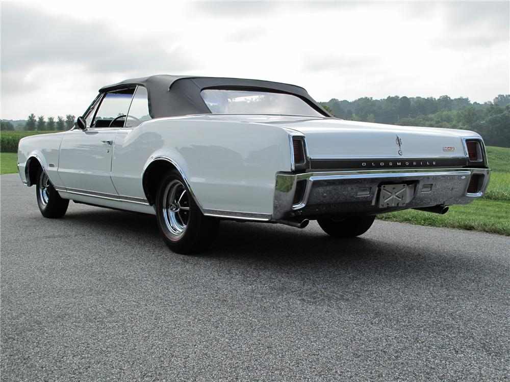 1967 OLDSMOBILE CUTLASS CONVERTIBLE - Rear 3/4 - 81094