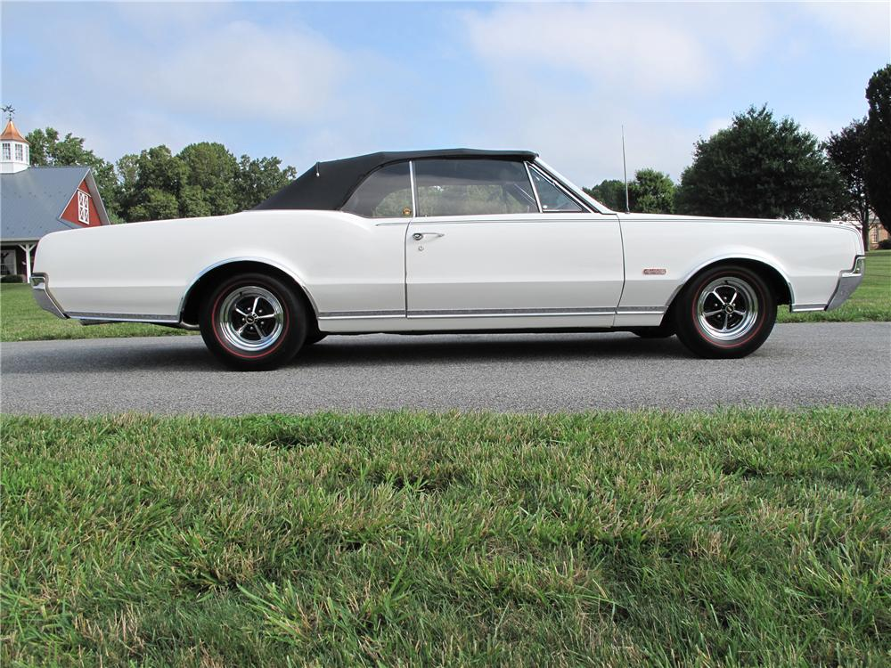1967 OLDSMOBILE CUTLASS CONVERTIBLE - Side Profile - 81094