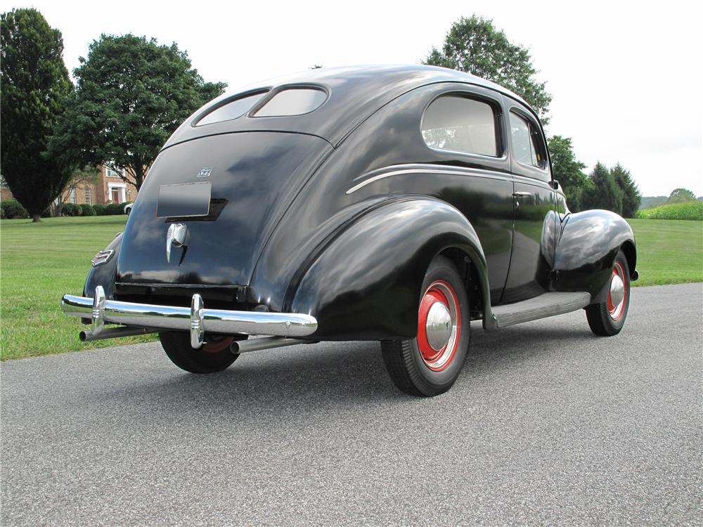 1940 FORD 2 DOOR SEDAN - Rear 3/4 - 81097