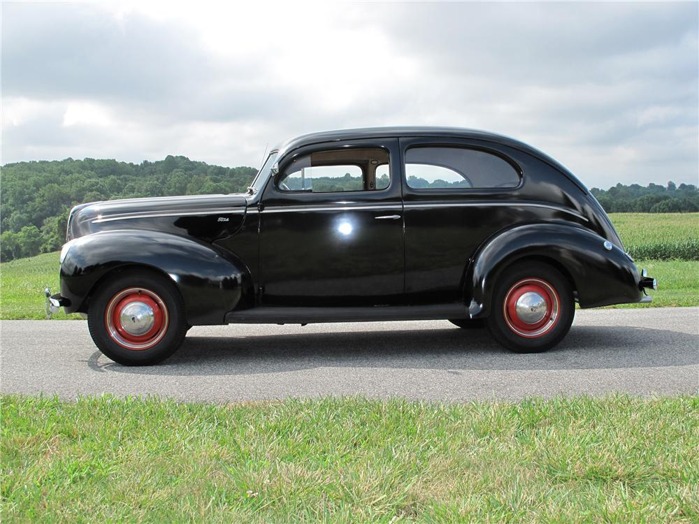 1940 FORD 2 DOOR SEDAN - Side Profile - 81097