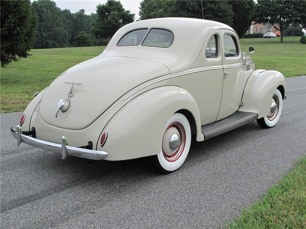 1939 FORD STANDARD 2 DOOR COUPE - Rear 3/4 - 81099