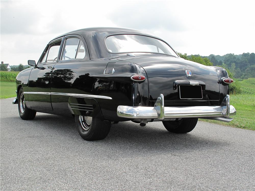 1950 FORD CUSTOM 2 DOOR SEDAN - Rear 3/4 - 81101
