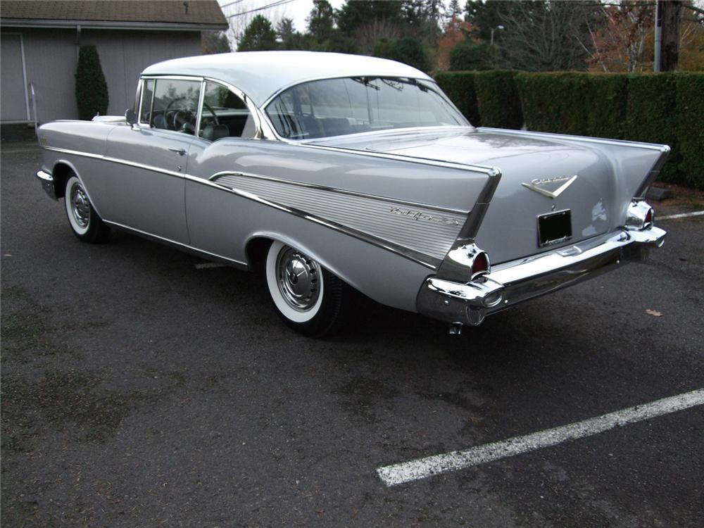 1957 CHEVROLET BEL AIR 2 DOOR HARDTOP - Rear 3/4 - 81131