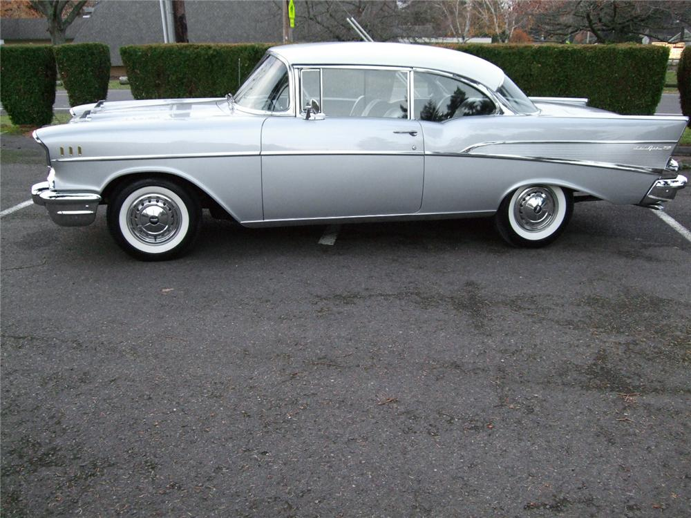 1957 CHEVROLET BEL AIR 2 DOOR HARDTOP - Side Profile - 81131