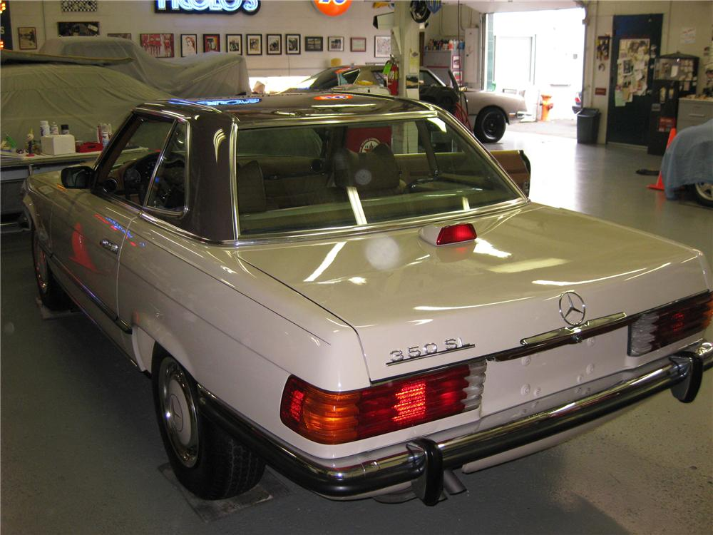 1972 MERCEDES-BENZ 350SL CONVERTIBLE - Rear 3/4 - 81135