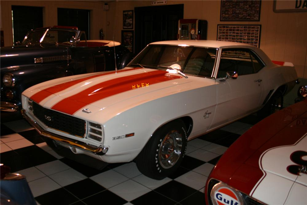 1969 CHEVROLET CAMARO INDY PACE CAR 2 DOOR COUPE - Front 3/4 - 81233