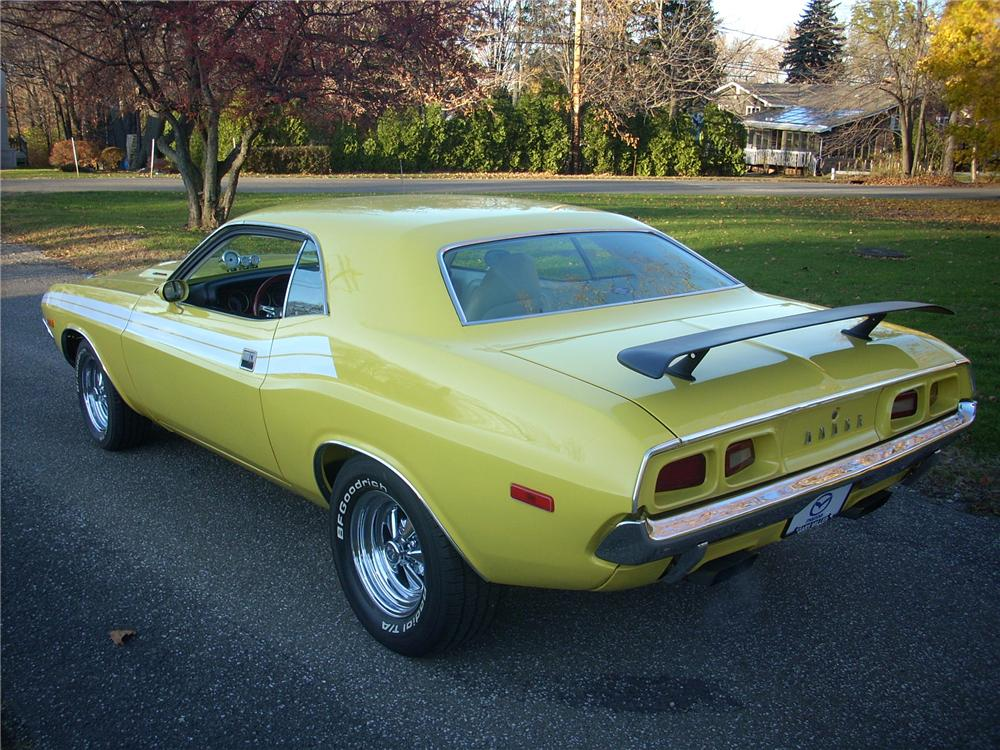 1972 DODGE CHALLENGER CUSTOM COUPE - Rear 3/4 - 81254
