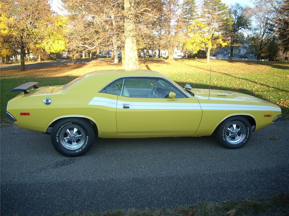 1972 DODGE CHALLENGER CUSTOM COUPE - Side Profile - 81254
