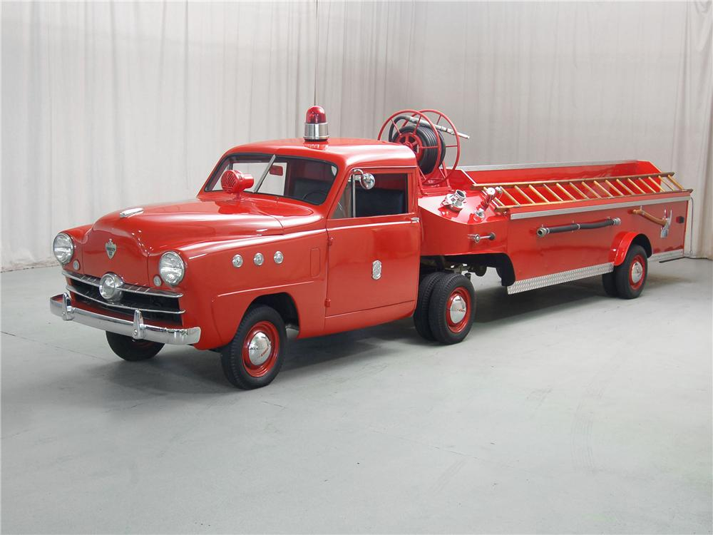 1951 CROSLEY HOOK AND LADDER FIRETRUCK - Front 3/4 - 81315