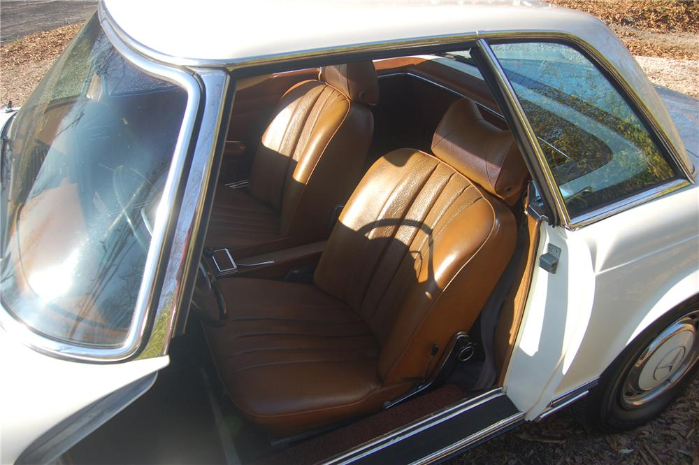 1969 MERCEDES-BENZ 280SL CONVERTIBLE - Interior - 81318