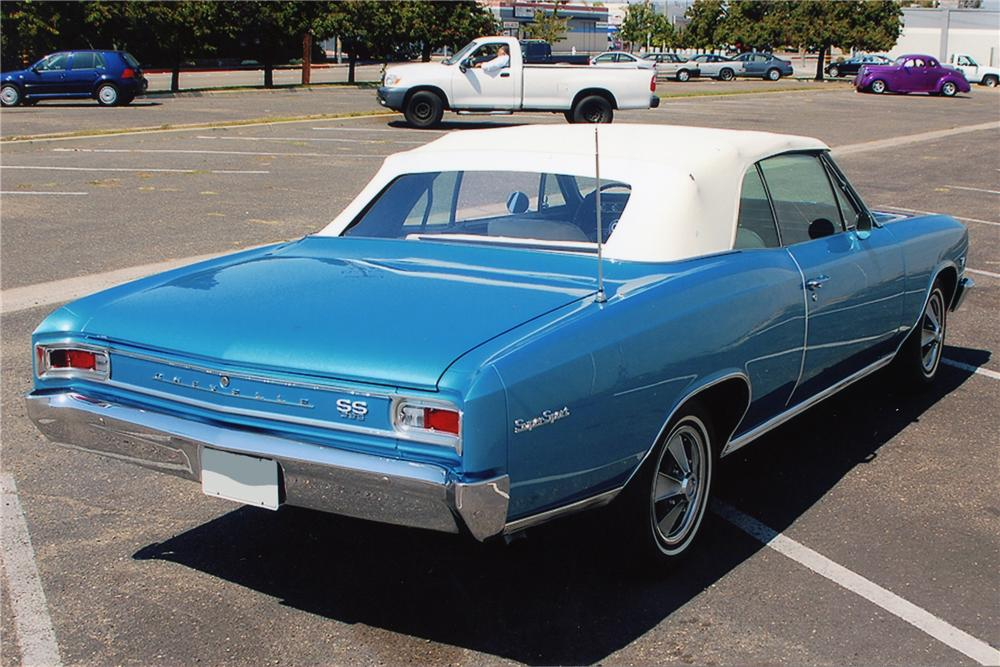 1966 CHEVROLET CHEVELLE SS 396 CONVERTIBLE - Rear 3/4 - 81337