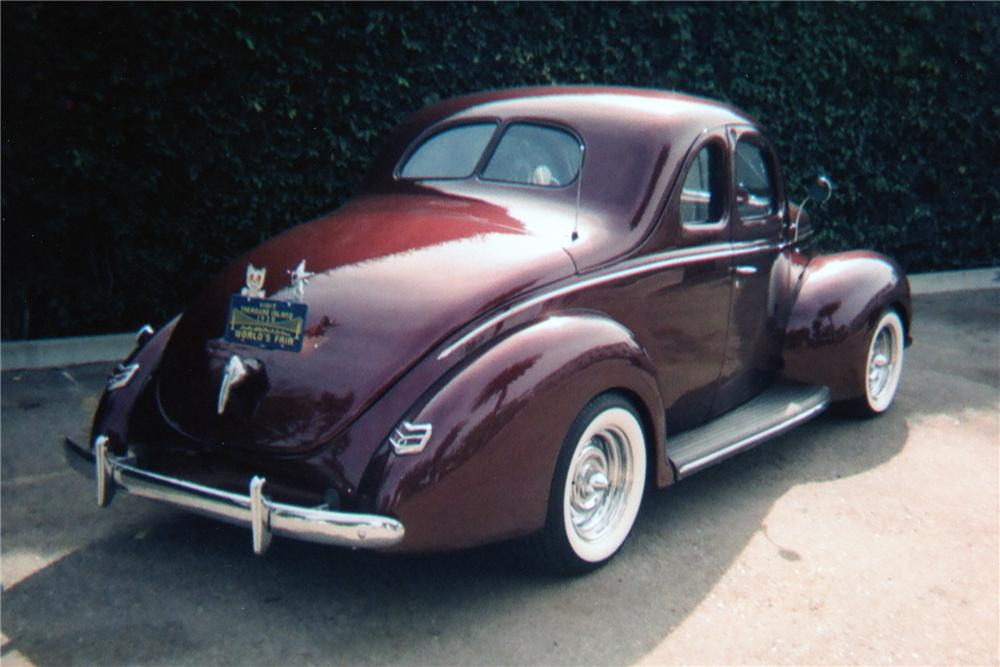 1939 FORD CUSTOM COUPE - Rear 3/4 - 81346