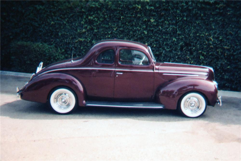 1939 FORD CUSTOM COUPE - Side Profile - 81346