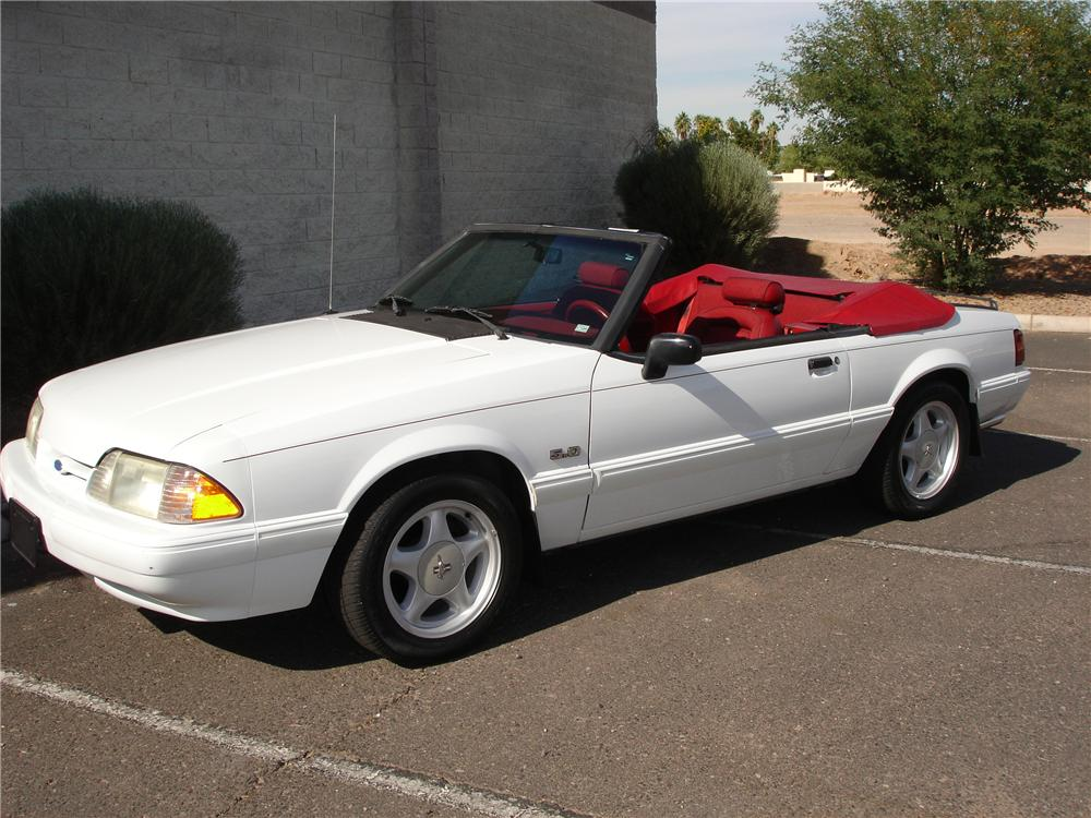 1992 FORD MUSTANG CONVERTIBLE - Front 3/4 - 81349