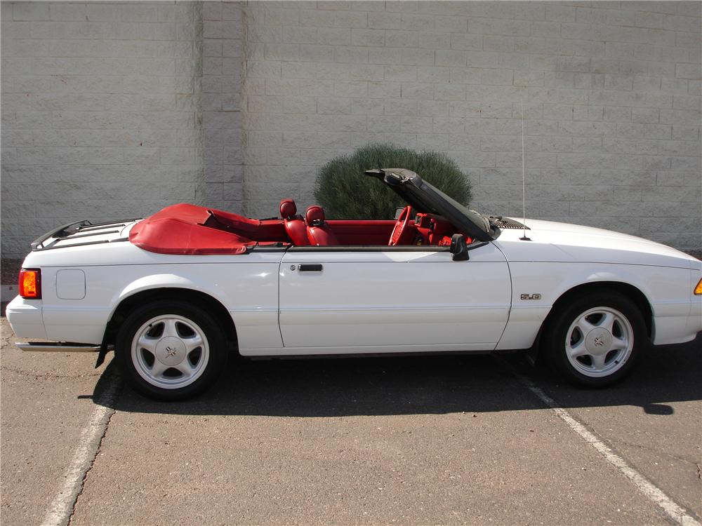 1992 FORD MUSTANG CONVERTIBLE - Side Profile - 81349