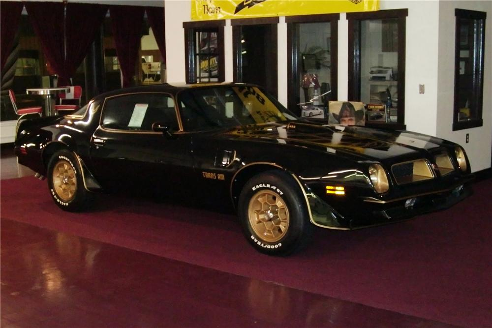 1976 PONTIAC FIREBIRD TRANS AM COUPE - Front 3/4 - 81385
