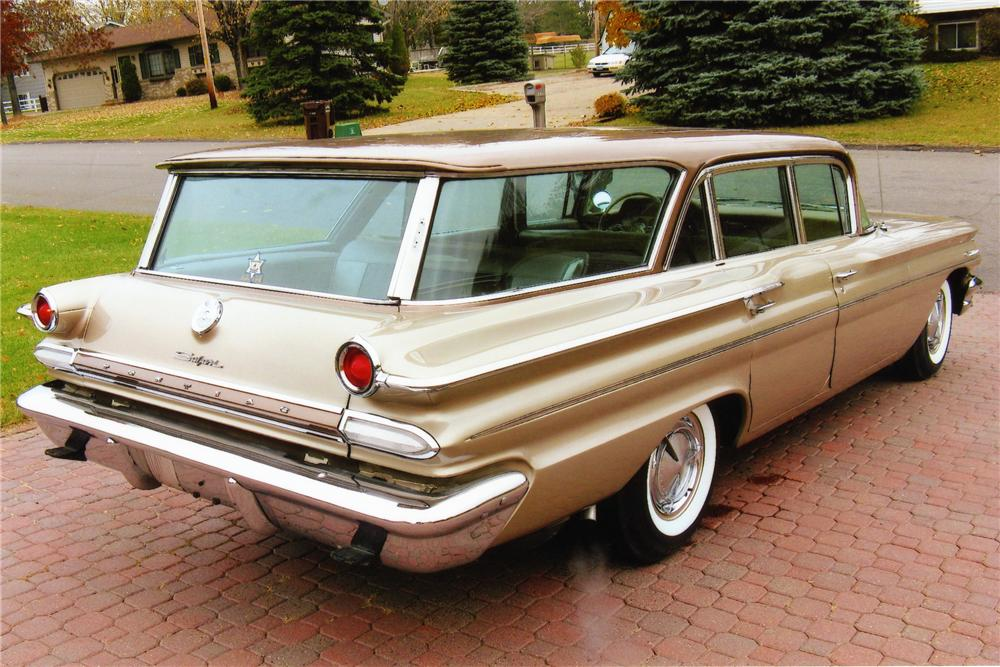 1960 PONTIAC SAFARI 4 DOOR STATION WAGON - Rear 3/4 - 81413
