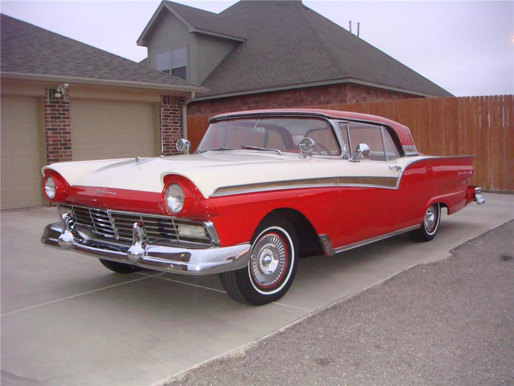 1957 FORD FAIRLANE 500 SKYLINER RETRACTABLE HARDTOP - Front 3/4 - 81552