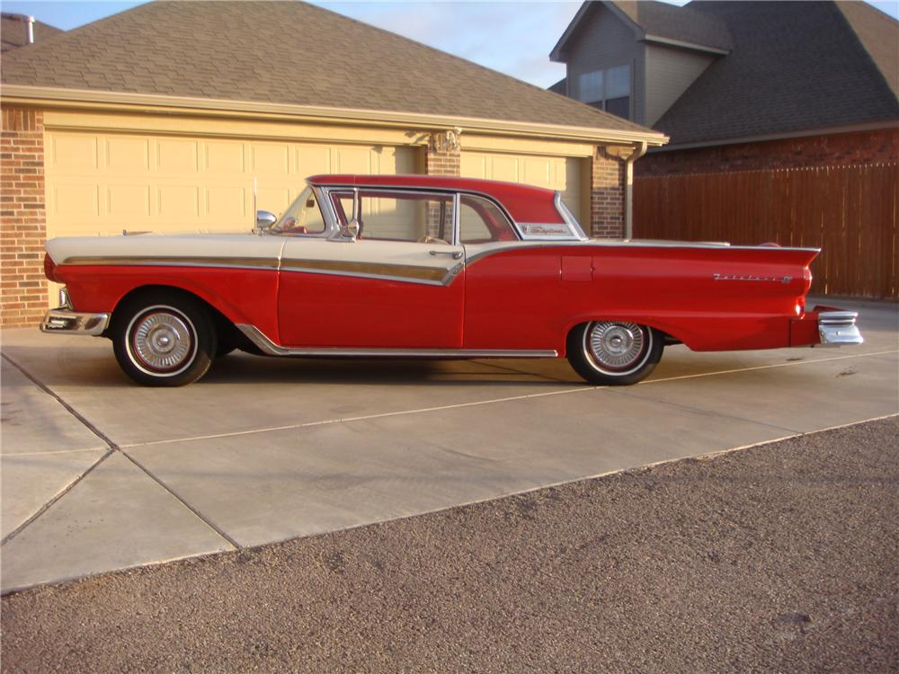 1957 FORD FAIRLANE 500 SKYLINER RETRACTABLE HARDTOP - Side Profile - 81552