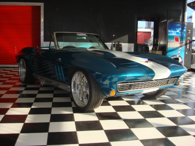 1966 CHEVROLET CORVETTE CONVERTIBLE - Front 3/4 - 81563
