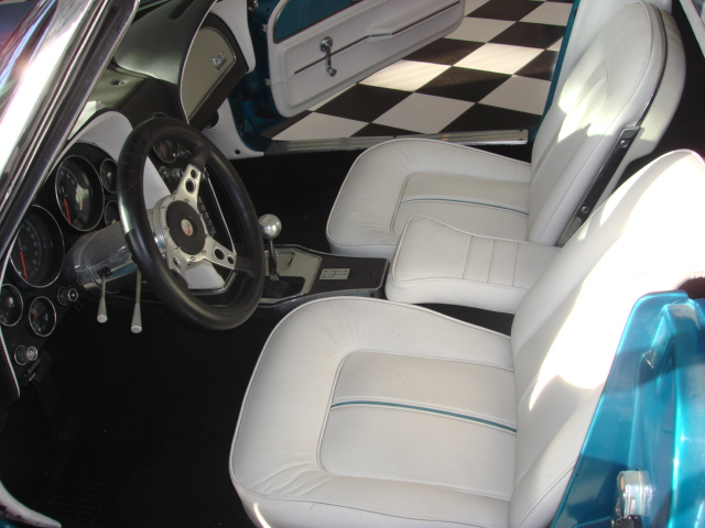 1966 CHEVROLET CORVETTE CONVERTIBLE - Interior - 81563