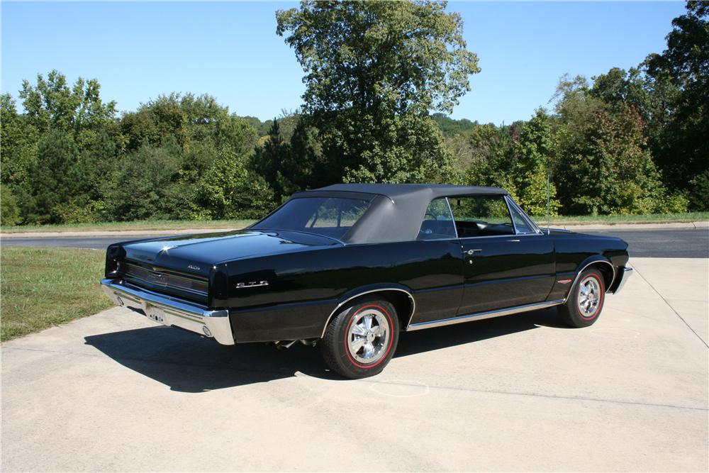 1964 PONTIAC GTO CONVERTIBLE - Rear 3/4 - 81589