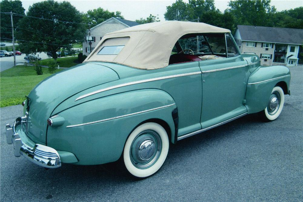 1942 FORD SUPER DELUXE CONVERTIBLE - Rear 3/4 - 81604
