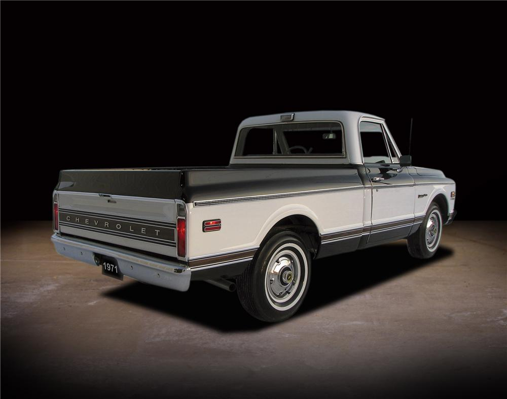 1971 CHEVROLET C-10 SHORT BED PICKUP - Rear 3/4 - 81740