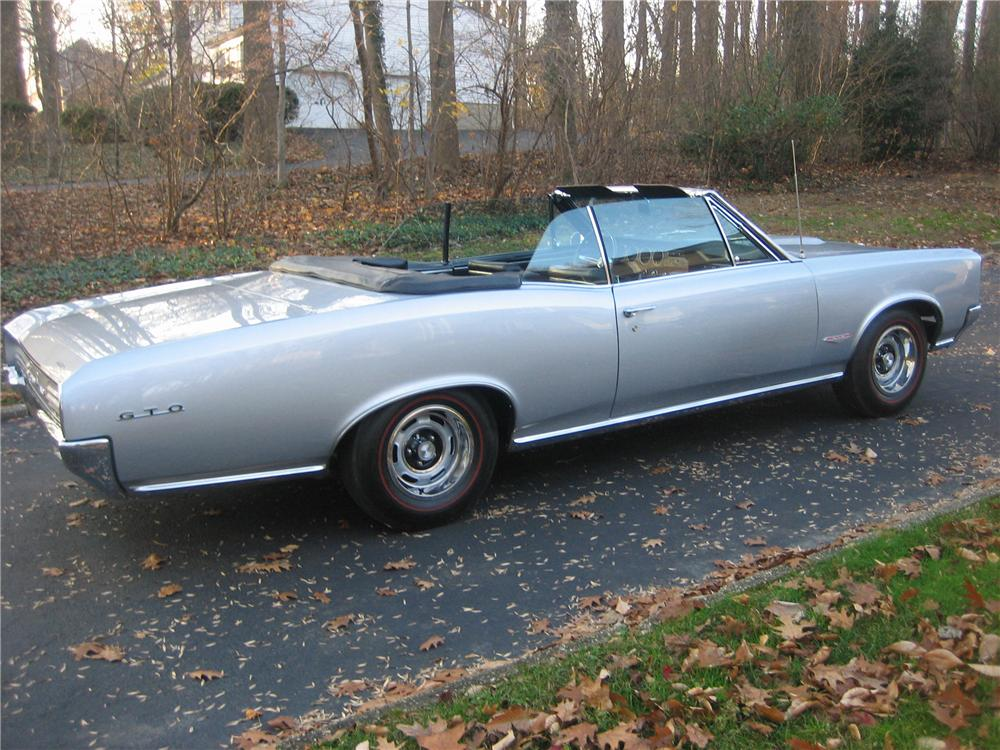 1966 PONTIAC GTO CONVERTIBLE - Rear 3/4 - 81752