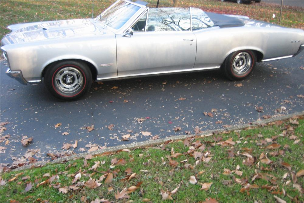 1966 PONTIAC GTO CONVERTIBLE - Side Profile - 81752