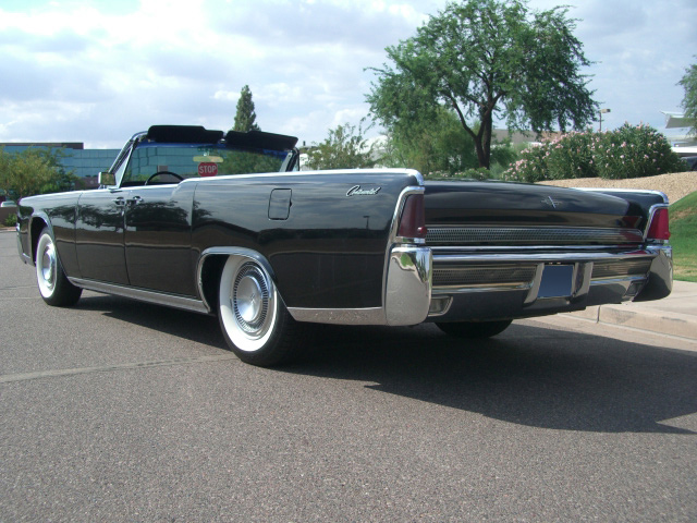 1964 LINCOLN CONTINENTAL CONVERTIBLE - Rear 3/4 - 81803