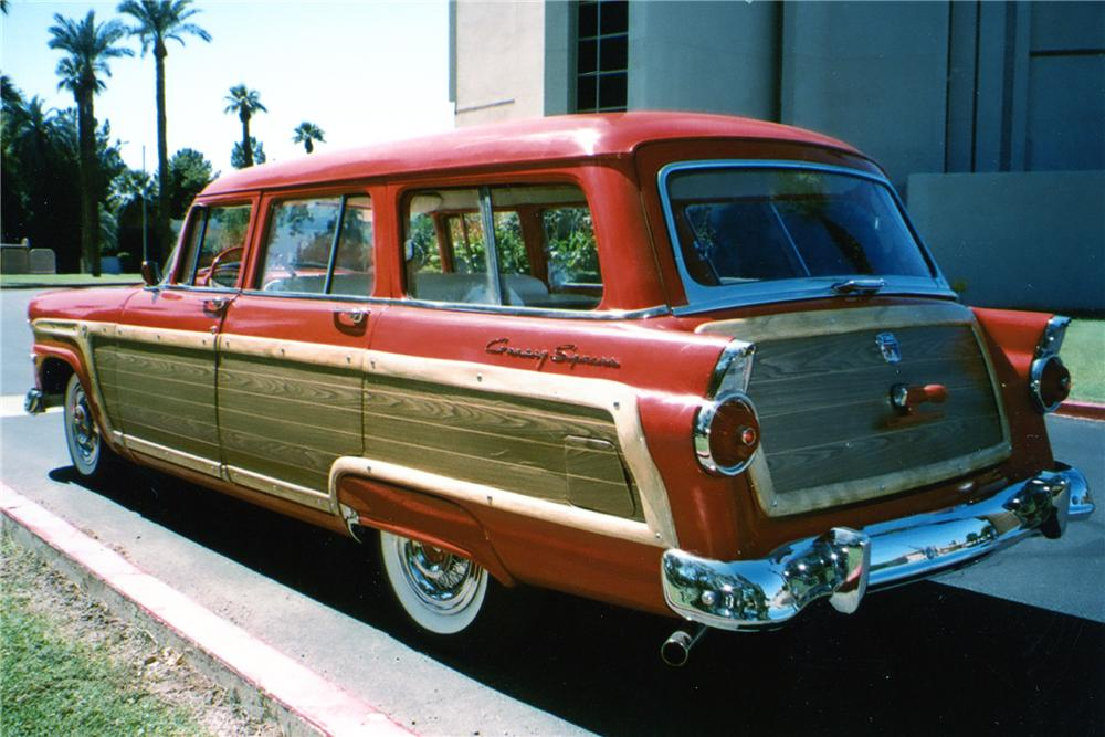 1955 FORD COUNTRY SQUIRE STATION WAGON - Rear 3/4 - 81866