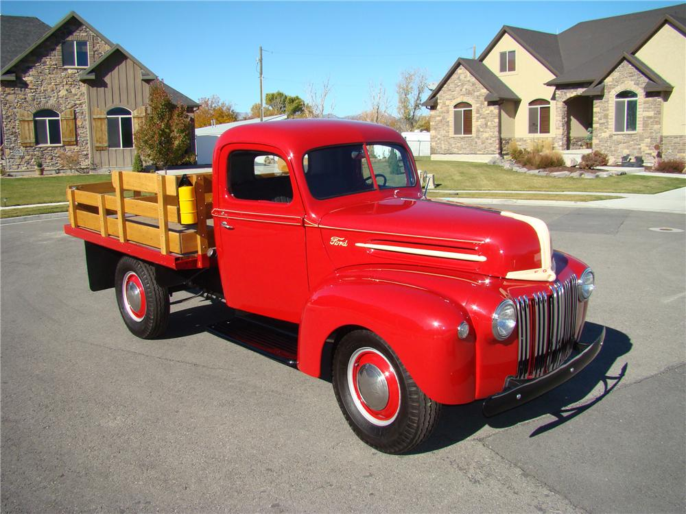 1947 FORD 1 TON FLATBED TRUCK - Front 3/4 - 81872