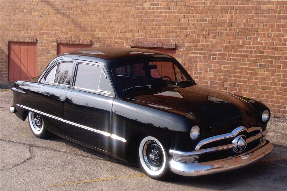1950 FORD CUSTOM 2 DOOR SEDAN - Front 3/4 - 81884