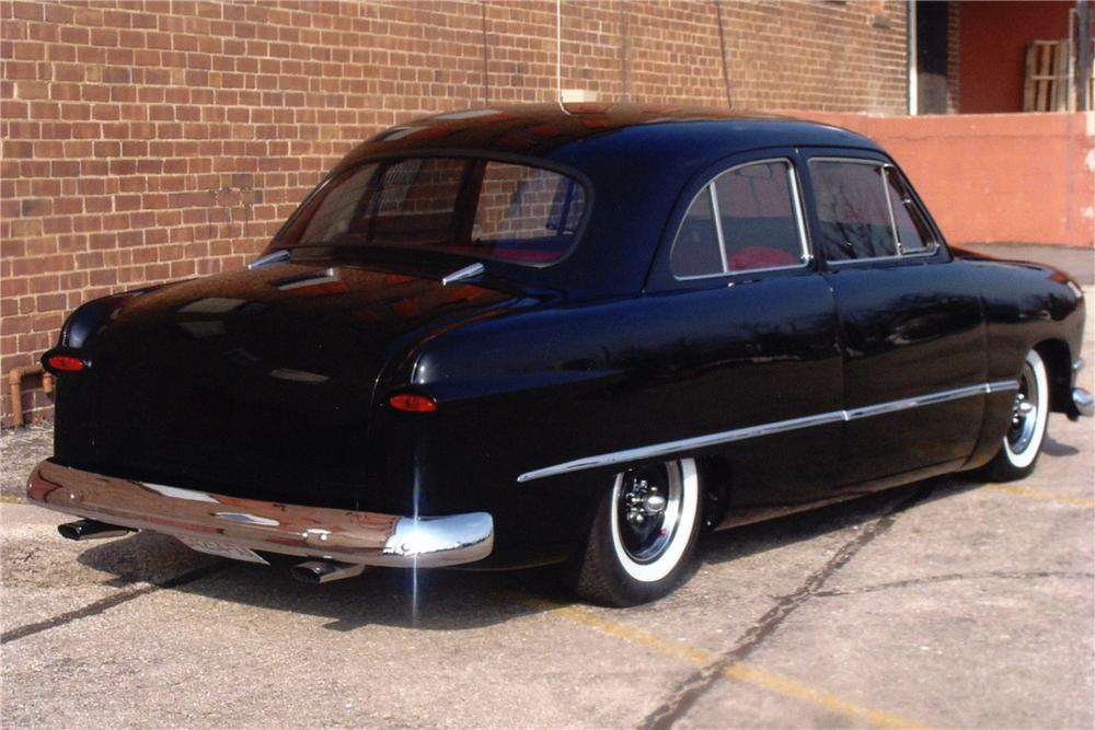 1950 FORD CUSTOM 2 DOOR SEDAN - Rear 3/4 - 81884