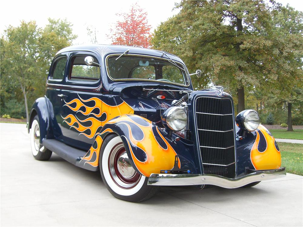 1935 FORD CUSTOM 2 DOOR COUPE - Front 3/4 - 81890