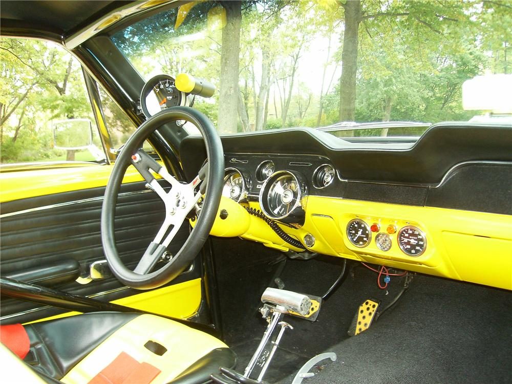 1968 FORD MUSTANG CUSTOM FASTBACK - Interior - 81895