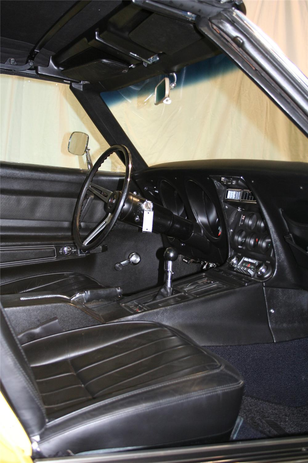 1969 CHEVROLET CORVETTE CONVERTIBLE - Interior - 81897
