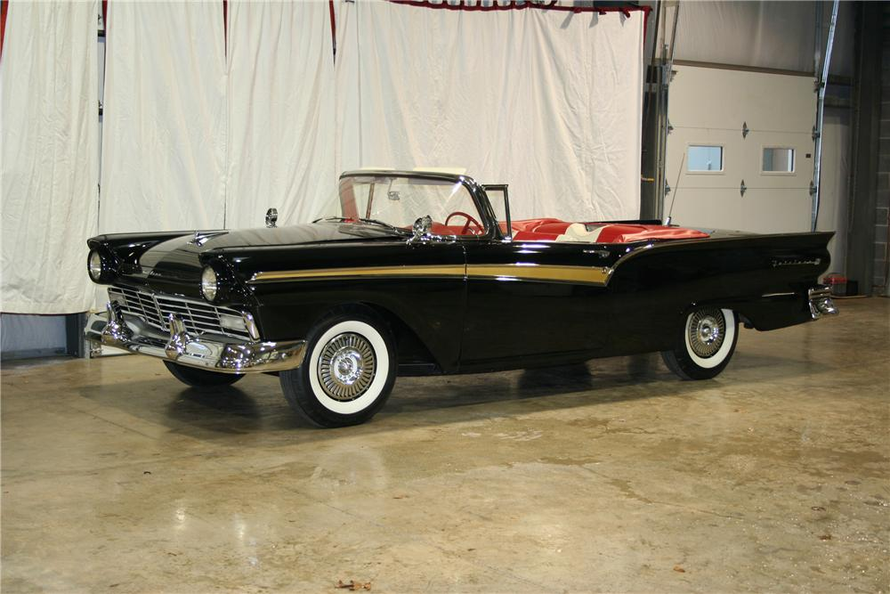 1957 FORD FAIRLANE 500 CONVERTIBLE - Front 3/4 - 81902