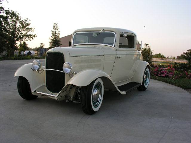 1932 FORD 3 WINDOW CUSTOM 2 DOOR COUPE - Front 3/4 - 81915