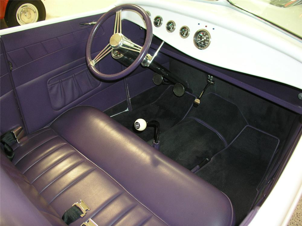 1932 FORD CUSTOM ROADSTER - Interior - 81916
