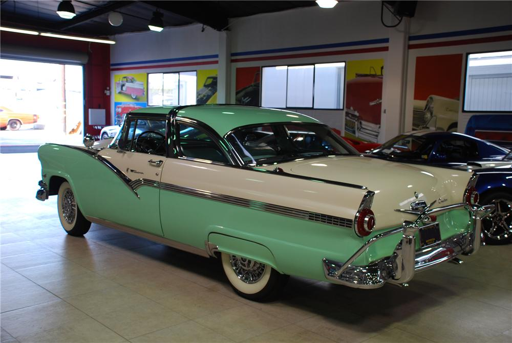 1956 FORD CROWN VICTORIA 2 DOOR HARDTOP - Rear 3/4 - 81945