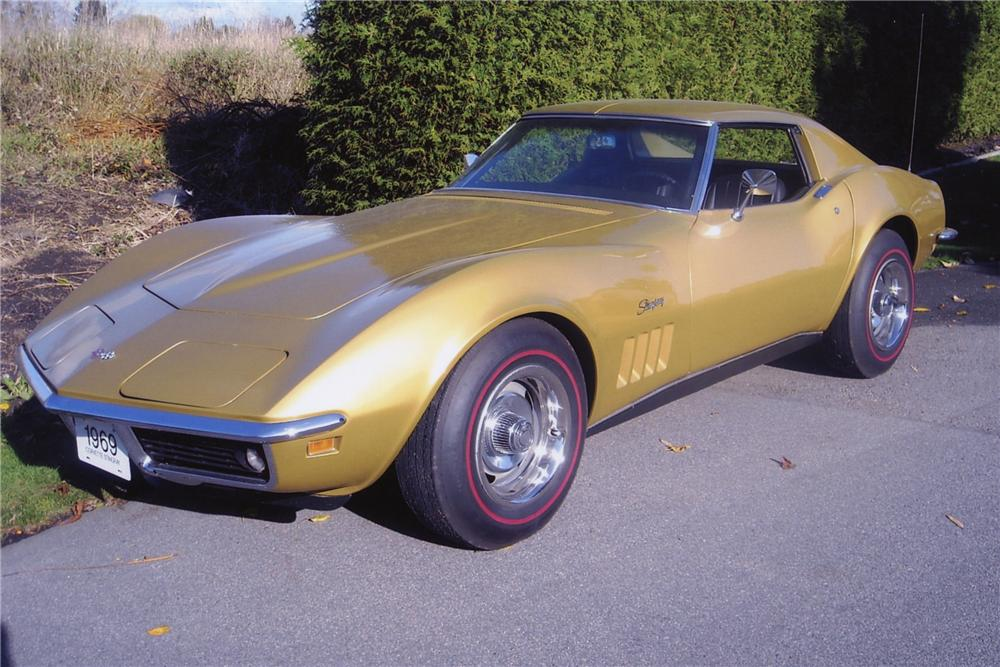 1969 CHEVROLET CORVETTE 2 DOOR COUPE - Front 3/4 - 81998