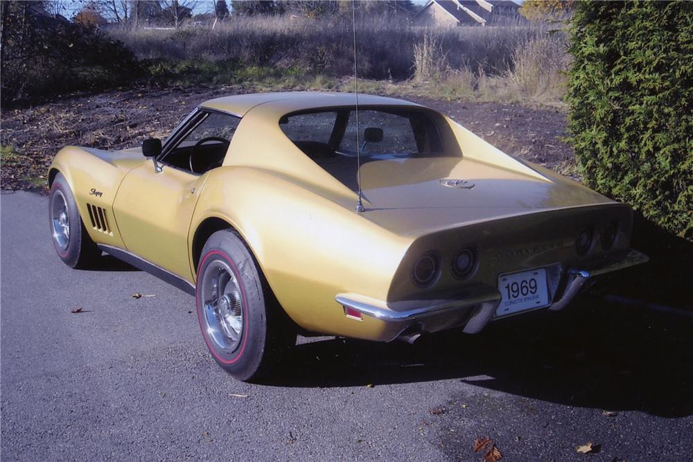1969 CHEVROLET CORVETTE 2 DOOR COUPE - Rear 3/4 - 81998