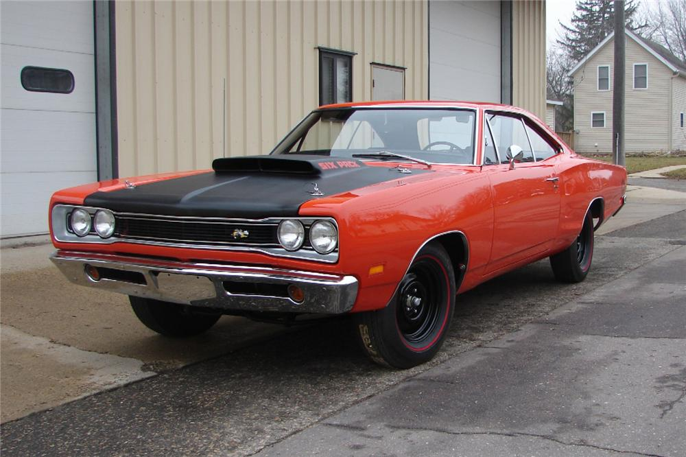 1969 DODGE SUPER BEE 2 DOOR COUPE - Front 3/4 - 82004