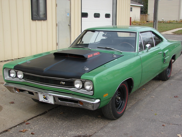 1969 DODGE SUPER BEE 2 DOOR COUPE - Front 3/4 - 82005