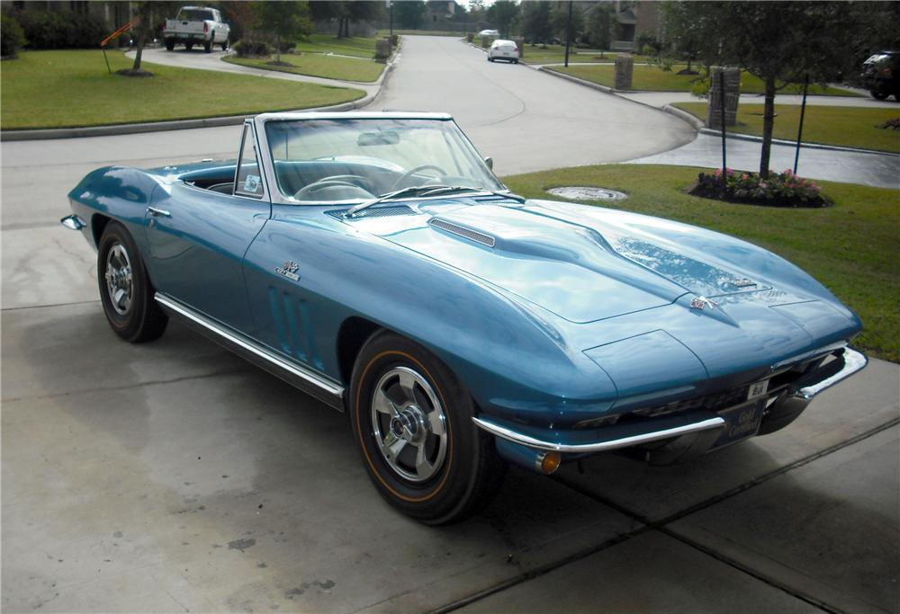 1966 CHEVROLET CORVETTE CONVERTIBLE - Front 3/4 - 82032