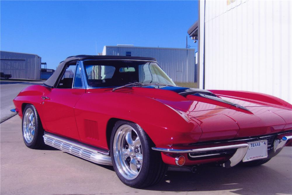 1967 CHEVROLET CORVETTE CUSTOM CONVERTIBLE - Front 3/4 - 82090