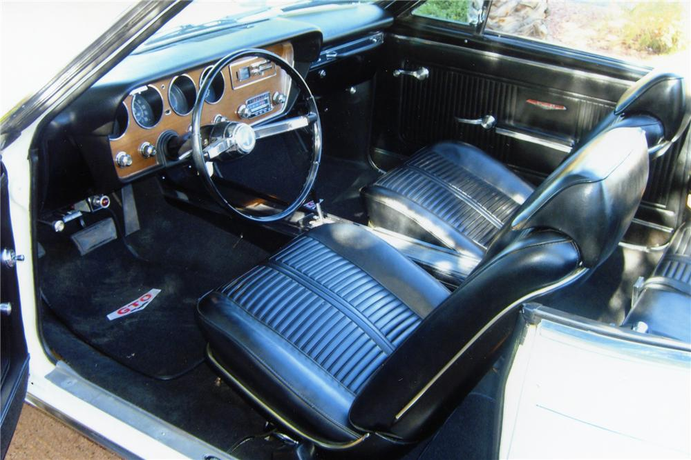 1966 PONTIAC GTO 2 DOOR CONVERTIBLE - Interior - 82094